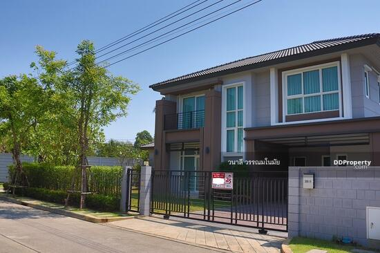 4 Bedroom Detached House in Thawi Watthana, Bangkok  65770993