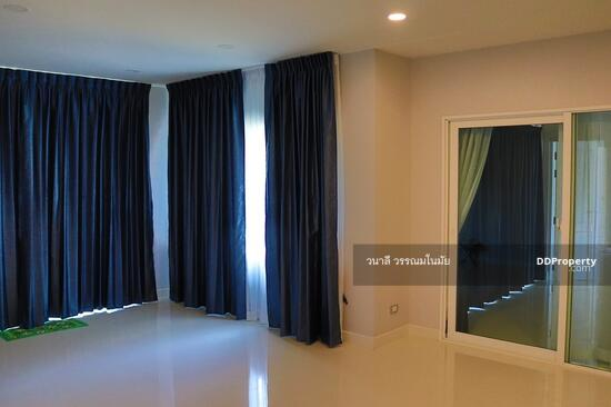 4 Bedroom Detached House in Thawi Watthana, Bangkok  65770996