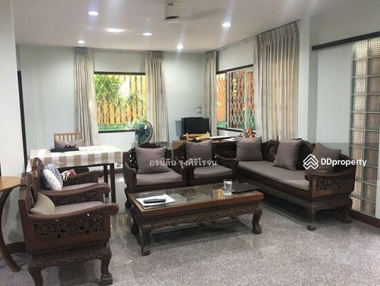 8 Bedroom Detached House in Bang Kapi, Bangkok  69704588