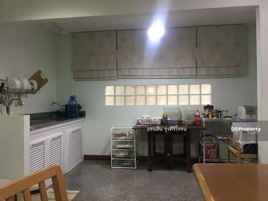 8 Bedroom Detached House in Bang Kapi, Bangkok  69704590