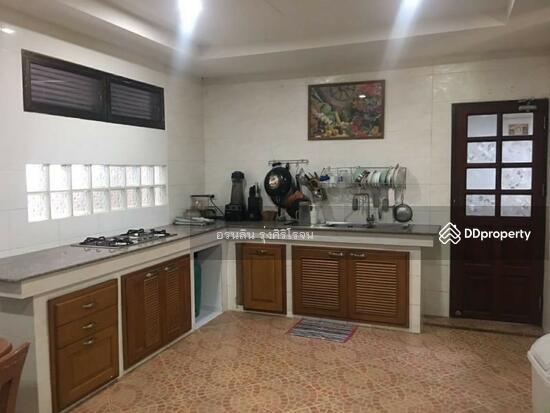 8 Bedroom Detached House in Bang Kapi, Bangkok  69704591