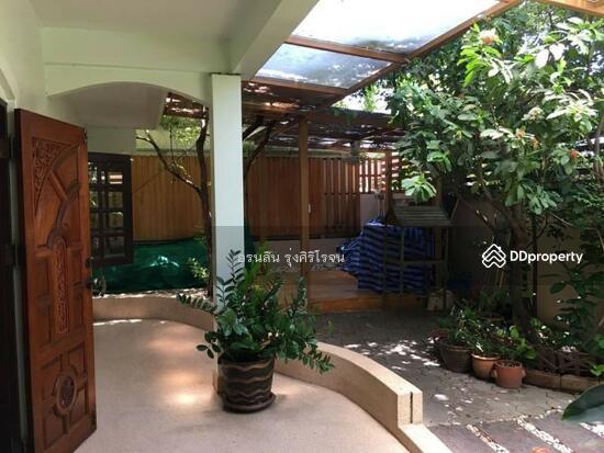 8 Bedroom Detached House in Bang Kapi, Bangkok  69704596