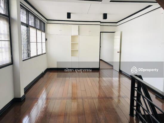 Shophouse in Din Daeng, Bangkok  80104010