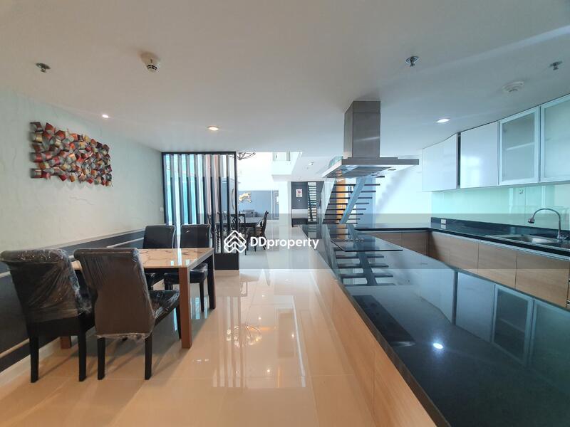 Circle Condominium #86713884